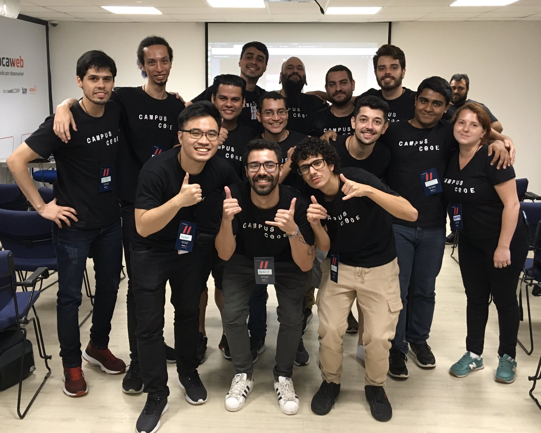 Foto dos 14 participantes juntos.
