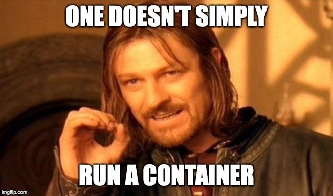 Foto de um homem explicando algo, com a legenda 'One doesn't simply run a container.